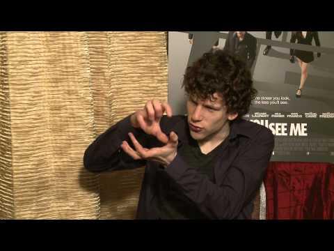 NewsPlus | Jesse Eisenberg's Card Trick Revealed
