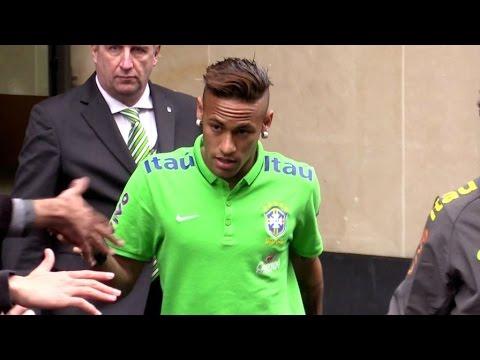 Neymar NEW HAIRCUT and Brazilian football team in Paris