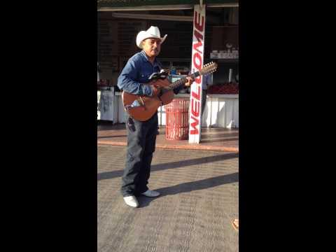 El JR canta Amor Confuso desde Ensenada, Baja Ca. Mexico