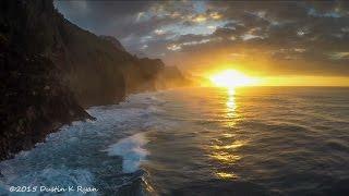 Ahora nos vamos de excursión aérea a unos parajes espectaculares donde las olas sirven para surfear y las cascadas para embellecer los bosques... Hablamos de Kauai, la más antigua y la cuarta en tamaño de las islas principales del archipiélago de Hawai