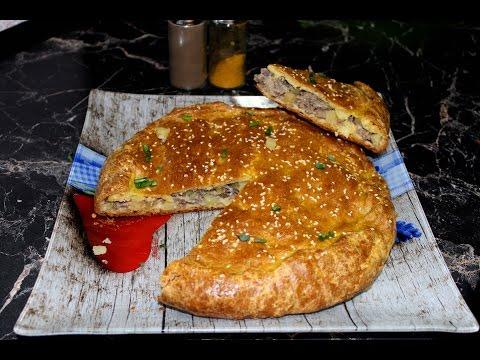 Пирог с мясом и картофелем.