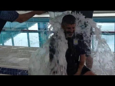 Roy Keane Takes On The Als 'ice Bucket Challenge' !! video