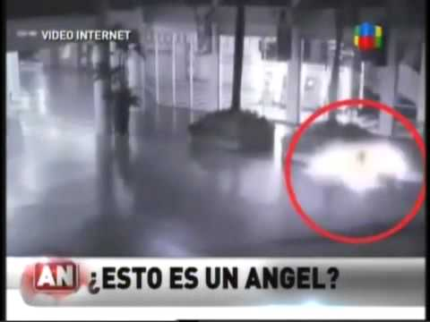¿Esto es un angel?  Fenomeno Paranormal Camara de seguridad Indonesia