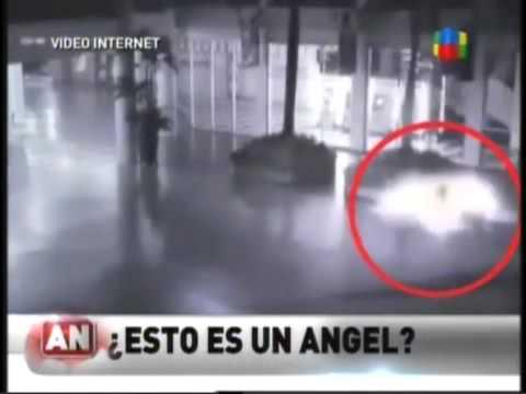 ¿Esto es un angel?  Fenomeno Paranormal Camara de seguridad Indonesia
