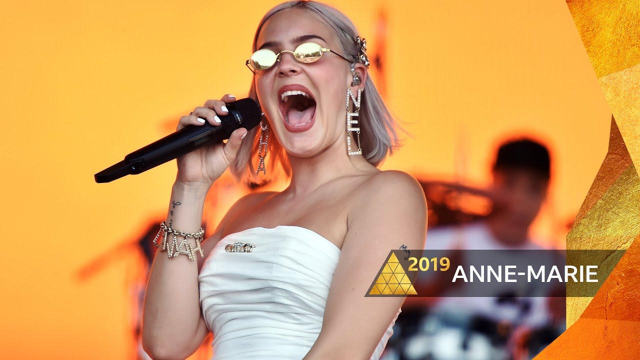 """Anne-Marie - 「Glastonbury 2019」から""""2002""""のライブ映像を公開 thm Music info Clip"""