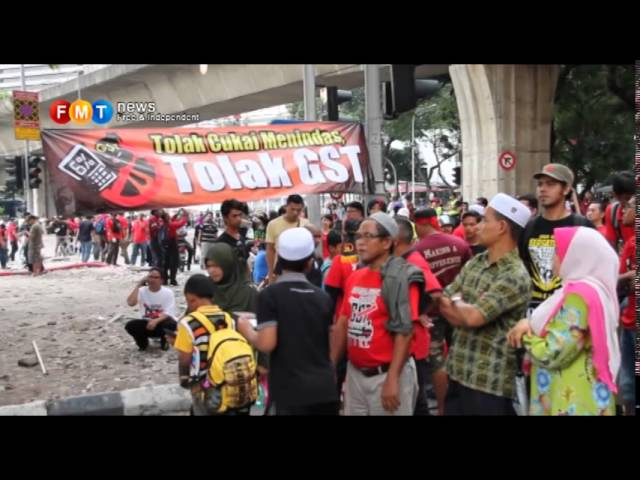 Undeterred by heat, anti-GST protesters march towards Dataran Merdeka