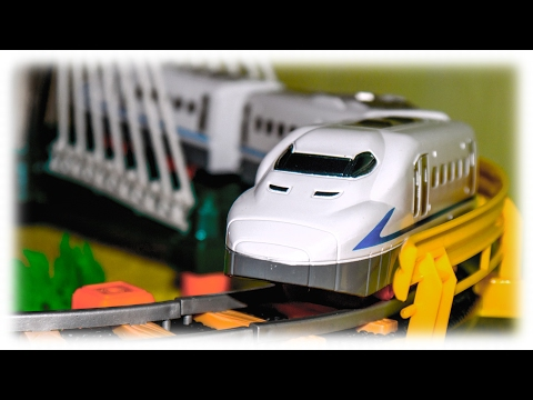 VIDEO FOR CHILDREN - Toy Railway with a Train Bridge & LED Light | П�...