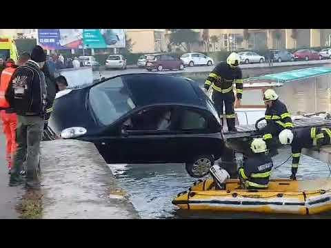 Spašavanje žene zarobljene u automobilu koji je svakog trenutka mogao pasti u more