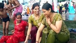 hot women Open bath in the river    open bath watch video india