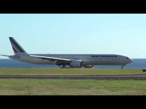Air France 3580,arrive  St Denis-Roland Garros (FMEE/RUN)