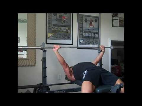 Bodybuilding Bench Press Vs. PowerLifting Bench Press Image 1