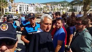 La policia local de Sitges pren el mòbil a un periodista de NacióDigital