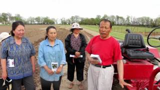 Oggún Tractor visits Hmong farmers in Missouri