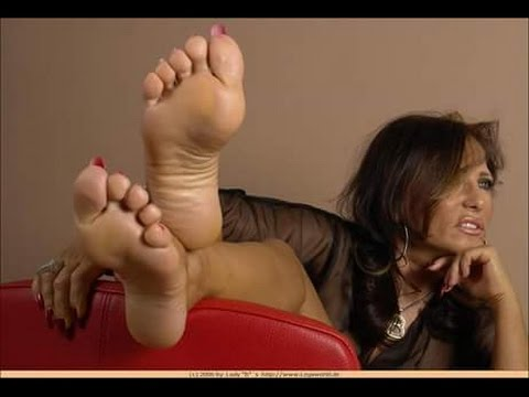 Latina MILF Kelly Leigh having feet worshiped before giving footjob № 29862 бесплатно