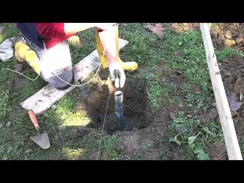 Costruire una serra prima parte youtube for Serra balcone fai da te
