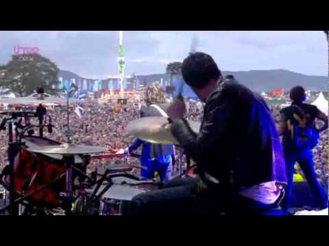 The Strokes - Under Cover Of Darkness (Live)