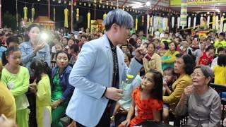 Ca sĩ Nguyên Vũ và đồng nghiệp làm từ thiện tại huyện nghèo Bình Chánh - Tp.HCM