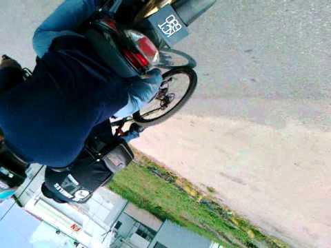 Tetek di raba atas basikal