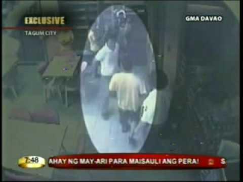 Kapitan ng barangay huli sa camera na nanggulpi - Inireklamo sa OMBUDSMAN