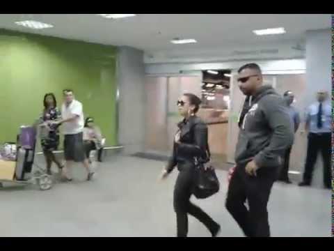 Anitta no aeroporto de Brasília
