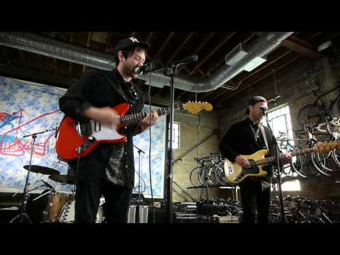 Unknown Mortal Orchestra - My Shadow (Live on KEXP)
