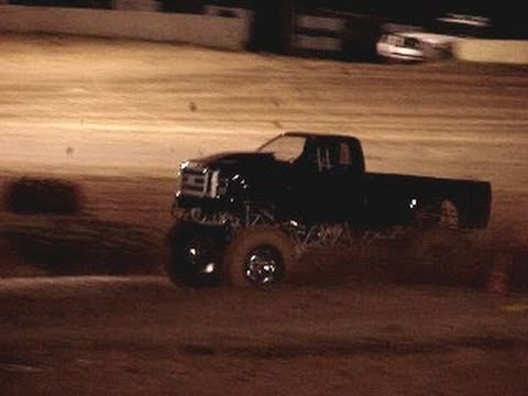 MUD TRUCKS - OUTLAW and TRACTOR TIRE 4X4 TRUCKS - Boothill Mud Bog