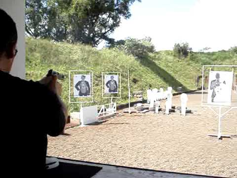 decarregando um pistola .45 com 15 balas no pente Video