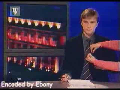 Конфуз На Тв - Ведущему Новостей Прикрепляют Микрофон