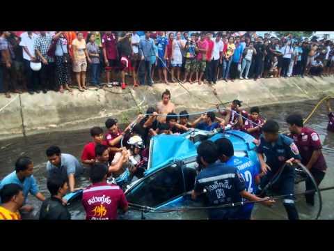 บาดเจ็บติดภายใน อุบัติเหตุเส้นทางนครหลวง-ท่าเรือ หน้าหมู่บ้านโตเจริญ