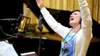 Monika Urlik - I See God In Your Eyes (live)