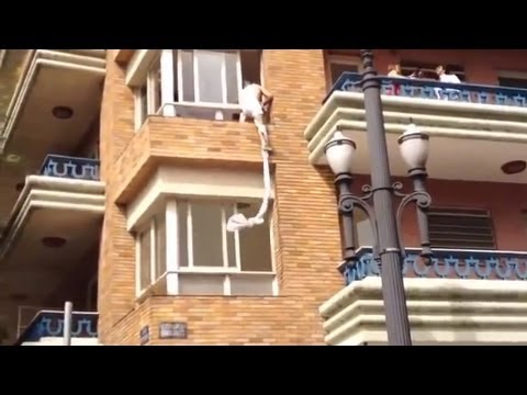 Acrobat Cheater Escapes From Window in Sao Paolo, Brazil