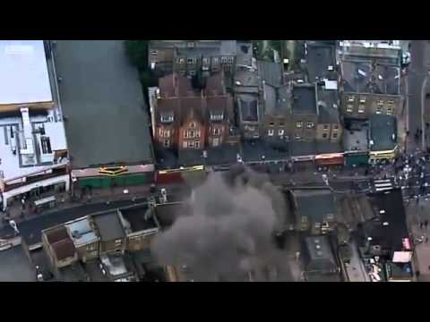 Europe - UK - Peckham, London - 20110808 - Shops ablaze (BBC).