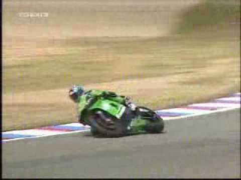 Fighting his Team mate Shinya Nakano at the GP in Brno ! Team Kawasaki Racing 2004 ...