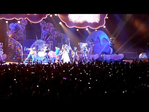 Katy Perry - Firework Live @ Milan 23 february 2011 HD