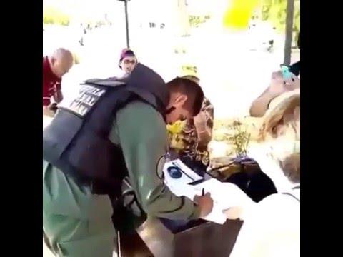 Guardia Nacional Firma por el referendo revocatorio en contra de Nicolás Maduro