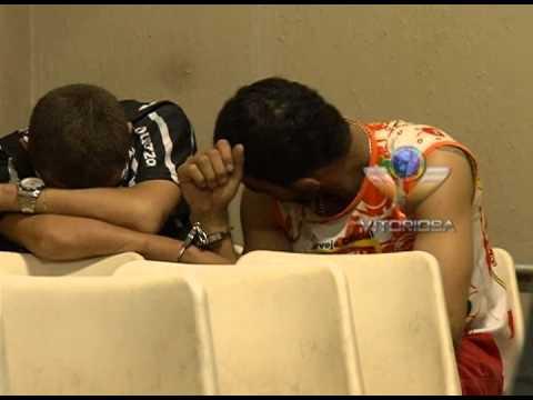 Dois jovens são detidos com uma arma na BR-452