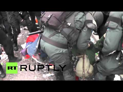 Germany: Police get heavy-handed with kettled in protesters