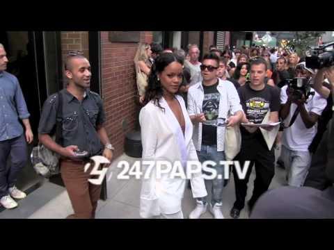 (BrandNew) Rihanna all smiles leaving the Edun Fashion Show in NYC