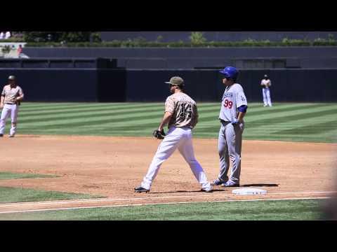 -[DODGERS] Hyun-Jin Ryu 류현진 at 1st base (8.31.14) by -Dodger Nation-