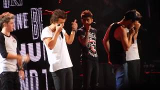 One Direction Video - One Direction - What Makes You Beautiful HD 16/10/13 Melbourne