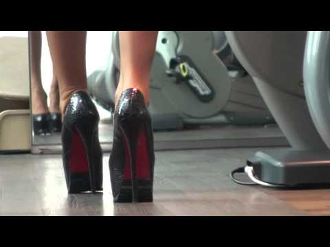 TAMIA IN DESIGNER HIGH HEELS SEXY WALKING ( HIDDEN CAMERA )