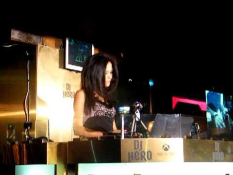 Giorgia Palmas alle prese con DJ Hero