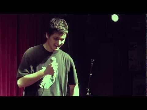 Luciano Mellera Stand Up Argentino - Questo Quelotro