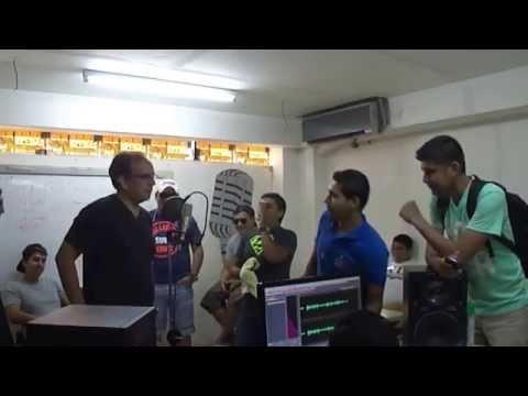 LOCUTORES EN ESTUDIO DE RADIO MIX 93.1 BOLIVIA