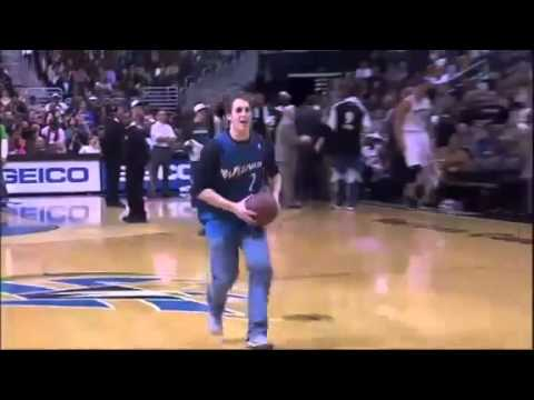Fan makes a basketball dunk while he s on the phone