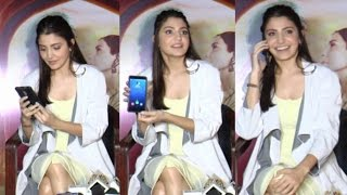 Anushka Sharma Cute Gesture When Reporters Mom Calls In Middle Of Interview!