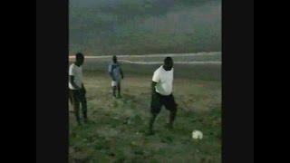Séance de football de Macky Sall durant ses vacances à Popenguine