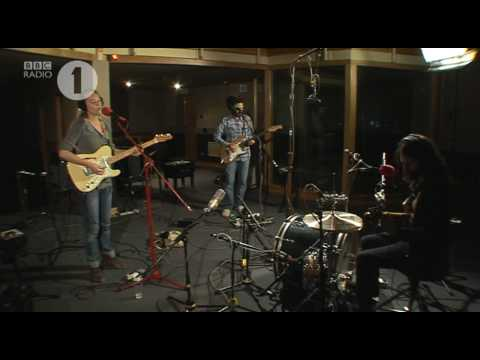 Lissie - When I'm Alone - Radio 1 Rob Da Bank live session 04/24/10