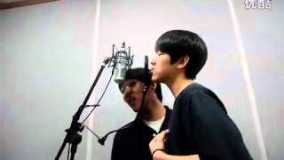 Baek Hyun from EXO(K) singing CNBlue Love light[with his friend].FLV