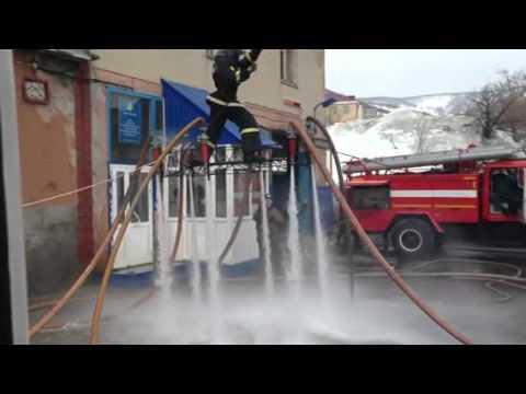 新しい消火方法を模索しているロシアの消防士達w